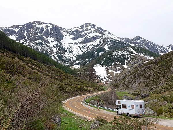 Noleggio-camper-per-viaggio-in-montagna-modena